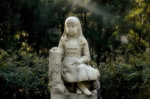 vanishing-coastal-georgia-little-gracie-watson-dead-child-famous-6-year-old-victorian-girl-headstone-monumental-marble-carved-from-photograph-bonaventure-cemetery-savannah-ga-picture-ima