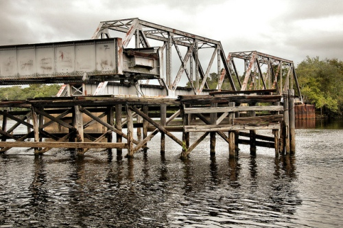 everett-ga-altamaha-river-park-abandoned-early-20th-century-railroad-trestle-swing-bridge-picture-image-photo-copyright-brian-brown-photographer-vanishing-south-georgia-usa-2012
