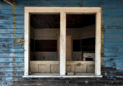 meridian-ga-mcintosh-county-abandoned-blue-vernacular-clapboard-frame-house-architecture-window-abandoned-picture-image-photo-copyright-brian-brown-photographer-vanishing-coastal-georgia