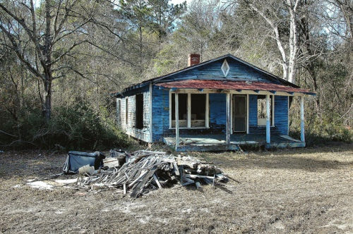 meridian-ga-mcintosh-county-abandoned-blue-vernacular-clapboard-frame-house-diamond-air-vent-being-razed-picture-image-photo-copyright-brian-brown-photographer-vanishing-coastal-georgia