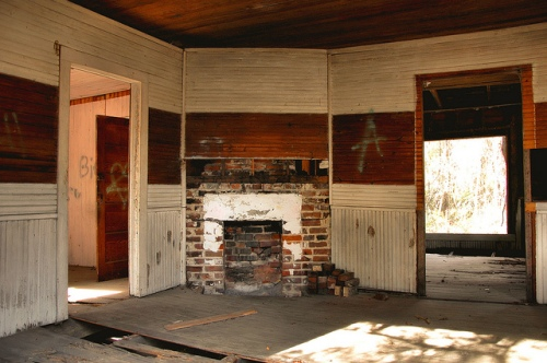 meridian-ga-mcintosh-county-abandoned-vernacular-frame-house-interior-fireplace-wainscoated-walls-graffiti-picture-image-photo-copyright-brian-brown-photographer-vanishing-coastal-georgi