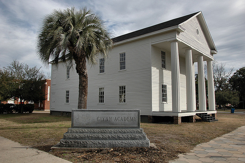 historic-glynn-academy-brunswick-ga-oldest-wooden-schoolhouse-doric-columns-antebellum-architecture-pictures-photo-copyright-brian-brown-vanishing-coastal-georgia-usa-2011