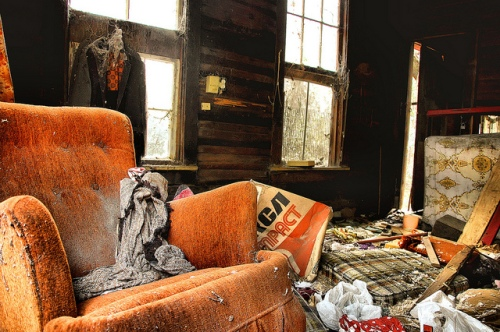 crescent-ga-mcintosh-county-abandoned-cracker-i-house-architecture-orange-old-armchair-picture-photo-copyright-brian-brown-photographer-vanishing-coastal-georgia-usa-2012