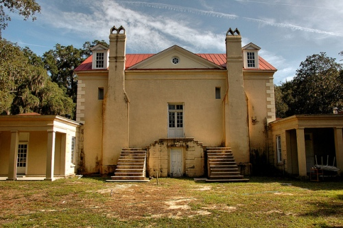 ashantilly-center-house-historic-restoration-in-progress-thomas-spalding-original-owner-of-sapelo-island-rear-elevation-double-steps-to-landing-stucco-picture-image-photo-copyright-brian
