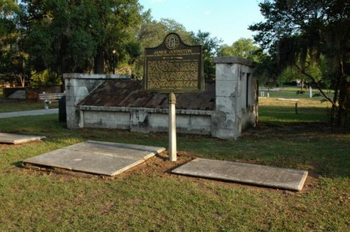 colonial park cemetery savannah ga james johnston photograph copyright brian brown vanishing coastal georgia usa 2016