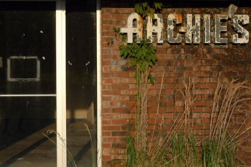 archies-restaurant-darien-ga-entrance-photograph-copyright-brian-brown-vanishing-coastal-georgia-usa-2016
