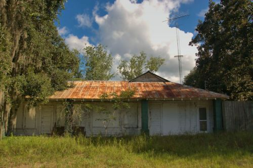 crescent-ga-abandoned-store-photograph-copyright-brian-brown-vanishing-coastal-georgia-usa-2016