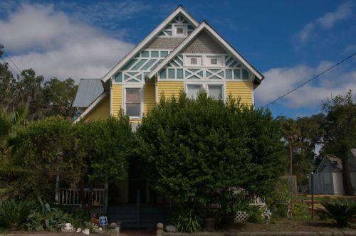 brunswick-ga-tudor-style-victorian-house-photograph-copyright-brian-brown-vanishing-coastal-georgia-usa-2016