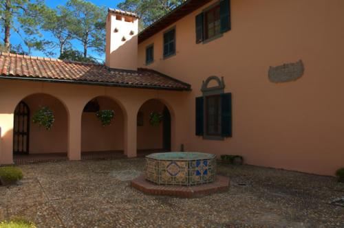 villa-marianna-courtyard-jekyll-island-ga-photograph-copyright-brian-brown-vanishing-coastal-georgia-usa-2017